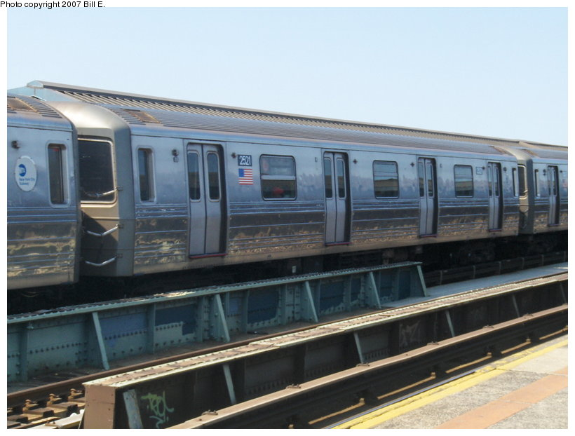 (94k, 820x622)<br><b>Country:</b> United States<br><b>City:</b> New York<br><b>System:</b> New York City Transit<br><b>Line:</b> BMT West End Line<br><b>Location:</b> 79th Street <br><b>Route:</b> D<br><b>Car:</b> R-68 (Westinghouse-Amrail, 1986-1988)  2521 <br><b>Photo by:</b> Bill E.<br><b>Date:</b> 5/13/2007<br><b>Viewed (this week/total):</b> 0 / 2170