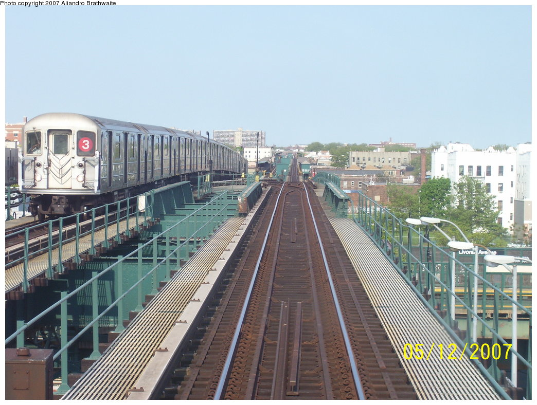 (204k, 1044x788)<br><b>Country:</b> United States<br><b>City:</b> New York<br><b>System:</b> New York City Transit<br><b>Line:</b> IRT Brooklyn Line<br><b>Location:</b> Junius Street <br><b>Route:</b> 3<br><b>Car:</b> R-62 (Kawasaki, 1983-1985)  1485 <br><b>Photo by:</b> Aliandro Brathwaite<br><b>Date:</b> 5/12/2007<br><b>Viewed (this week/total):</b> 1 / 3231
