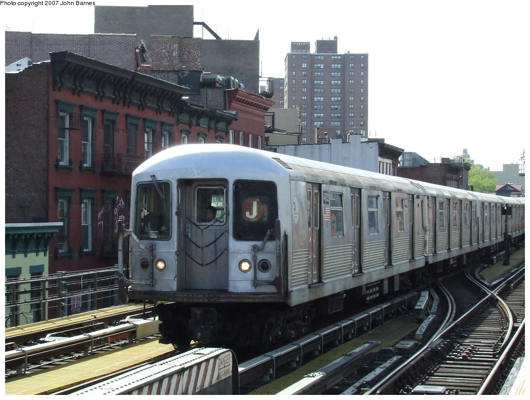 (190k, 1044x788)<br><b>Country:</b> United States<br><b>City:</b> New York<br><b>System:</b> New York City Transit<br><b>Line:</b> BMT Nassau Street/Jamaica Line<br><b>Location:</b> Hewes Street <br><b>Route:</b> J<br><b>Car:</b> R-42 (St. Louis, 1969-1970)  4762 <br><b>Photo by:</b> John Barnes<br><b>Date:</b> 5/7/2007<br><b>Viewed (this week/total):</b> 0 / 1129