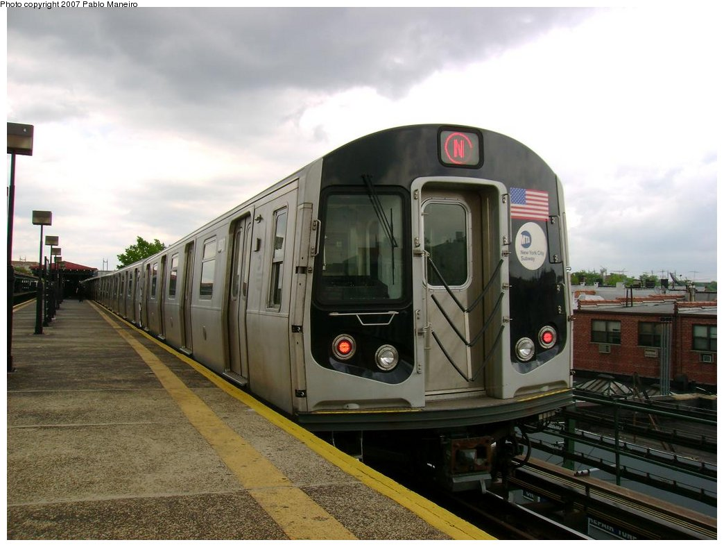 (165k, 1044x788)<br><b>Country:</b> United States<br><b>City:</b> New York<br><b>System:</b> New York City Transit<br><b>Line:</b> BMT Astoria Line<br><b>Location:</b> Astoria Boulevard/Hoyt Avenue <br><b>Route:</b> N<br><b>Car:</b> R-160B (Kawasaki, 2005-2008)  8717 <br><b>Photo by:</b> Pablo Maneiro<br><b>Date:</b> 5/17/2007<br><b>Viewed (this week/total):</b> 5 / 2254