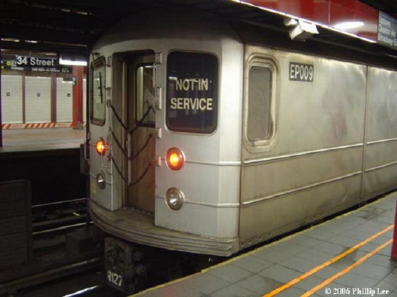 (71k, 800x600)<br><b>Country:</b> United States<br><b>City:</b> New York<br><b>System:</b> New York City Transit<br><b>Line:</b> BMT Broadway Line<br><b>Location:</b> 34th Street/Herald Square <br><b>Route:</b> Work Service<br><b>Car:</b> R-127/R-134 (Kawasaki, 1991-1996) EP009 <br><b>Photo by:</b> Phillip Lee<br><b>Date:</b> 2/1/2006<br><b>Viewed (this week/total):</b> 2 / 2107