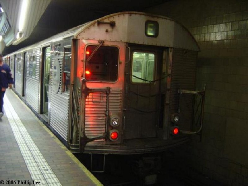 (70k, 800x600)<br><b>Country:</b> United States<br><b>City:</b> New York<br><b>System:</b> New York City Transit<br><b>Line:</b> IND Queens Boulevard Line<br><b>Location:</b> Jamaica Center/Parsons-Archer <br><b>Route:</b> E<br><b>Car:</b> R-32 (Budd, 1964)  3431 <br><b>Photo by:</b> Phillip Lee<br><b>Date:</b> 2/1/2006<br><b>Viewed (this week/total):</b> 1 / 2141