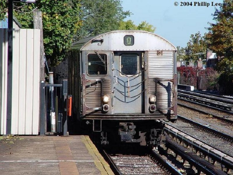 (137k, 800x600)<br><b>Country:</b> United States<br><b>City:</b> New York<br><b>System:</b> New York City Transit<br><b>Line:</b> BMT Brighton Line<br><b>Location:</b> Avenue U <br><b>Route:</b> Q<br><b>Car:</b> R-32 (Budd, 1964)   <br><b>Photo by:</b> Phillip Lee<br><b>Date:</b> 10/24/2004<br><b>Viewed (this week/total):</b> 0 / 2983