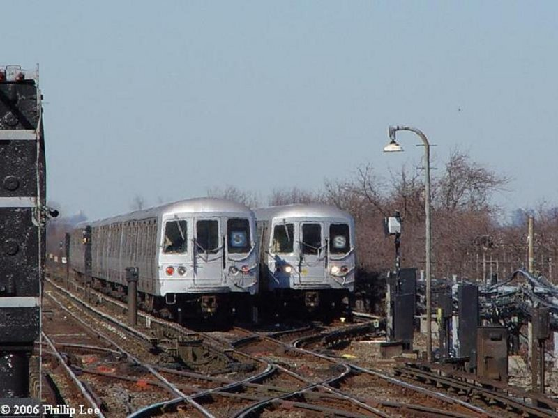 (86k, 800x600)<br><b>Country:</b> United States<br><b>City:</b> New York<br><b>System:</b> New York City Transit<br><b>Line:</b> IND Rockaway<br><b>Location:</b> Broad Channel <br><b>Route:</b> S<br><b>Car:</b> R-44 (St. Louis, 1971-73)  <br><b>Photo by:</b> Phillip Lee<br><b>Date:</b> 3/7/2006<br><b>Viewed (this week/total):</b> 1 / 2101