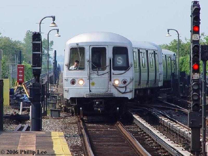 (104k, 800x600)<br><b>Country:</b> United States<br><b>City:</b> New York<br><b>System:</b> New York City Transit<br><b>Line:</b> IND Rockaway<br><b>Location:</b> Broad Channel <br><b>Route:</b> S<br><b>Car:</b> R-44 (St. Louis, 1971-73)  <br><b>Photo by:</b> Phillip Lee<br><b>Date:</b> 5/29/2006<br><b>Viewed (this week/total):</b> 3 / 1602