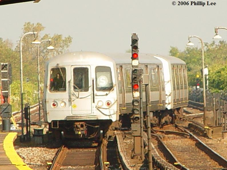 (86k, 794x596)<br><b>Country:</b> United States<br><b>City:</b> New York<br><b>System:</b> New York City Transit<br><b>Line:</b> IND Rockaway<br><b>Location:</b> Broad Channel <br><b>Route:</b> S<br><b>Car:</b> R-44 (St. Louis, 1971-73)  <br><b>Photo by:</b> Phillip Lee<br><b>Date:</b> 10/4/2006<br><b>Viewed (this week/total):</b> 0 / 1640