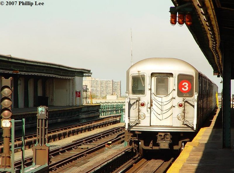 (111k, 800x592)<br><b>Country:</b> United States<br><b>City:</b> New York<br><b>System:</b> New York City Transit<br><b>Line:</b> IRT Brooklyn Line<br><b>Location:</b> Junius Street <br><b>Route:</b> 3<br><b>Car:</b> R-62 (Kawasaki, 1983-1985)   <br><b>Photo by:</b> Phillip Lee<br><b>Date:</b> 5/9/2007<br><b>Viewed (this week/total):</b> 9 / 1844