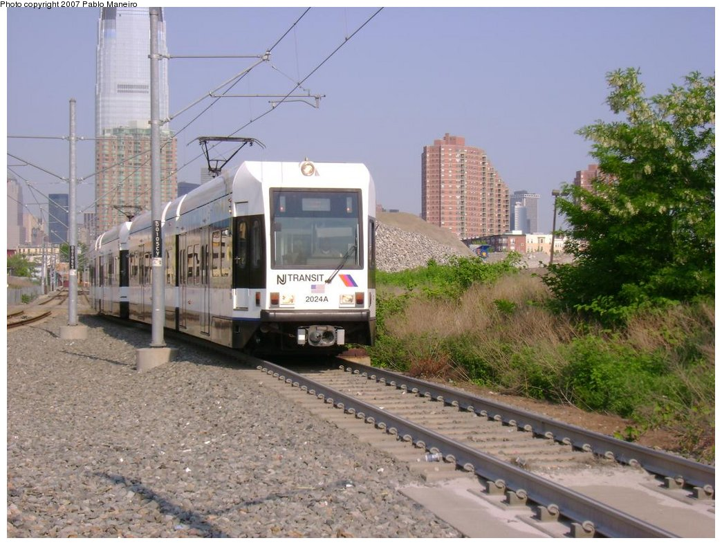 (197k, 1044x788)<br><b>Country:</b> United States<br><b>City:</b> Jersey City, NJ<br><b>System:</b> Hudson Bergen Light Rail<br><b>Location:</b> Jersey Avenue <br><b>Car:</b> NJT-HBLR LRV (Kinki-Sharyo, 1998-99)  2024 <br><b>Photo by:</b> Pablo Maneiro<br><b>Date:</b> 5/25/2007<br><b>Viewed (this week/total):</b> 1 / 1126