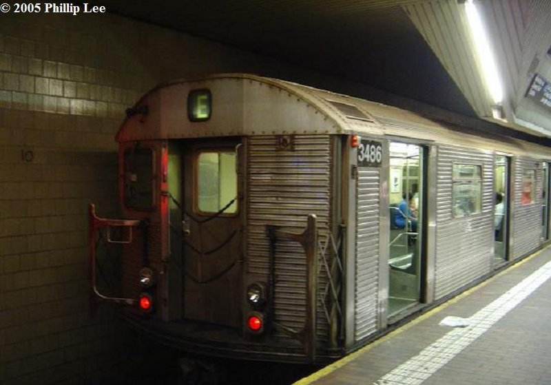 (74k, 800x559)<br><b>Country:</b> United States<br><b>City:</b> New York<br><b>System:</b> New York City Transit<br><b>Line:</b> IND Queens Boulevard Line<br><b>Location:</b> Jamaica Center/Parsons-Archer <br><b>Route:</b> E<br><b>Car:</b> R-32 (Budd, 1964)  3486 <br><b>Photo by:</b> Phillip Lee<br><b>Date:</b> 6/7/2005<br><b>Viewed (this week/total):</b> 5 / 2039