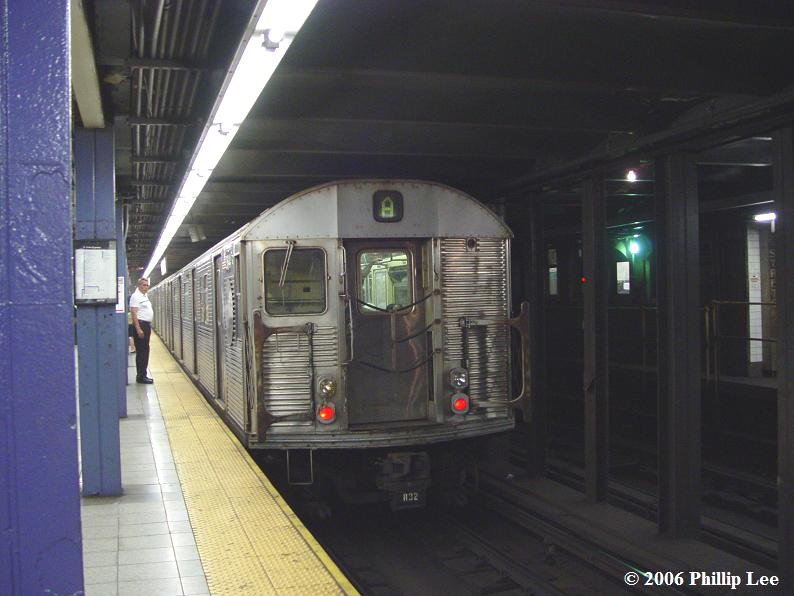 (75k, 794x596)<br><b>Country:</b> United States<br><b>City:</b> New York<br><b>System:</b> New York City Transit<br><b>Line:</b> IND 8th Avenue Line<br><b>Location:</b> Chambers Street/World Trade Center <br><b>Route:</b> A<br><b>Car:</b> R-32 (Budd, 1964)   <br><b>Photo by:</b> Phillip Lee<br><b>Date:</b> 7/18/2006<br><b>Viewed (this week/total):</b> 1 / 1752