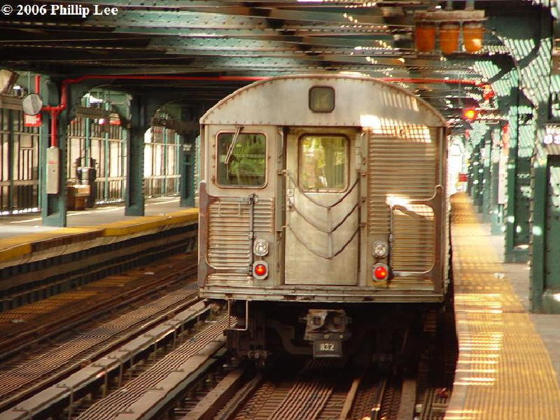 (132k, 800x600)<br><b>Country:</b> United States<br><b>City:</b> New York<br><b>System:</b> New York City Transit<br><b>Line:</b> BMT Culver Line<br><b>Location:</b> West 8th Street <br><b>Route:</b> F<br><b>Car:</b> R-32 (Budd, 1964)   <br><b>Photo by:</b> Phillip Lee<br><b>Date:</b> 7/29/2006<br><b>Viewed (this week/total):</b> 1 / 2060