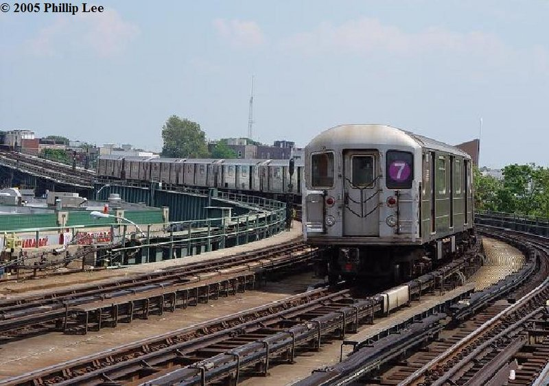 (118k, 800x563)<br><b>Country:</b> United States<br><b>City:</b> New York<br><b>System:</b> New York City Transit<br><b>Line:</b> IRT Flushing Line<br><b>Location:</b> 46th Street/Bliss Street <br><b>Route:</b> 7<br><b>Car:</b> R-62A (Bombardier, 1984-1987)   <br><b>Photo by:</b> Phillip Lee<br><b>Date:</b> 8/2/2005<br><b>Viewed (this week/total):</b> 0 / 1540