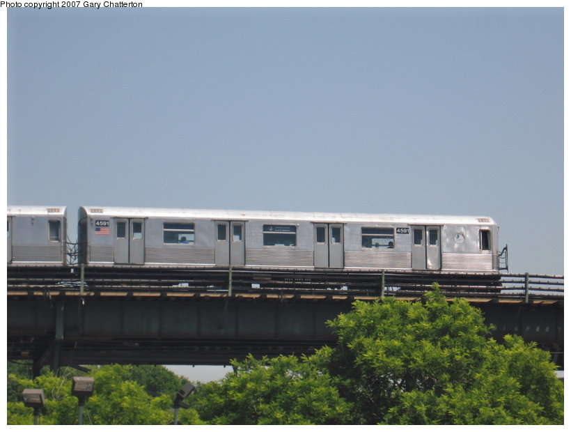 (81k, 820x620)<br><b>Country:</b> United States<br><b>City:</b> New York<br><b>System:</b> New York City Transit<br><b>Line:</b> BMT Nassau Street/Jamaica Line<br><b>Location:</b> Alabama Avenue <br><b>Route:</b> J<br><b>Car:</b> R-42 (St. Louis, 1969-1970)  4591 <br><b>Photo by:</b> Gary Chatterton<br><b>Date:</b> 5/30/2007<br><b>Viewed (this week/total):</b> 3 / 2114