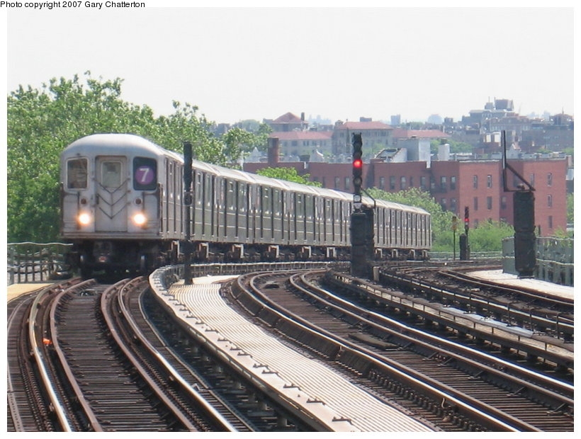 (128k, 820x620)<br><b>Country:</b> United States<br><b>City:</b> New York<br><b>System:</b> New York City Transit<br><b>Line:</b> IRT Flushing Line<br><b>Location:</b> 52nd Street/Lincoln Avenue <br><b>Route:</b> 7<br><b>Car:</b> R-62A (Bombardier, 1984-1987)  1786 <br><b>Photo by:</b> Gary Chatterton<br><b>Date:</b> 5/24/2007<br><b>Viewed (this week/total):</b> 2 / 1310