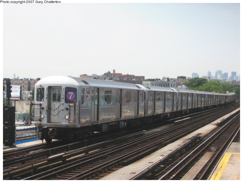 (97k, 820x620)<br><b>Country:</b> United States<br><b>City:</b> New York<br><b>System:</b> New York City Transit<br><b>Line:</b> IRT Flushing Line<br><b>Location:</b> 52nd Street/Lincoln Avenue <br><b>Route:</b> 7<br><b>Car:</b> R-62A (Bombardier, 1984-1987)  1970 <br><b>Photo by:</b> Gary Chatterton<br><b>Date:</b> 5/27/2007<br><b>Viewed (this week/total):</b> 0 / 1485