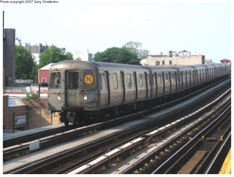 (107k, 820x620)<br><b>Country:</b> United States<br><b>City:</b> New York<br><b>System:</b> New York City Transit<br><b>Line:</b> BMT Astoria Line<br><b>Location:</b> 39th/Beebe Aves. <br><b>Route:</b> N<br><b>Car:</b> R-68A (Kawasaki, 1988-1989)  5140 <br><b>Photo by:</b> Gary Chatterton<br><b>Date:</b> 5/27/2007<br><b>Viewed (this week/total):</b> 2 / 1313