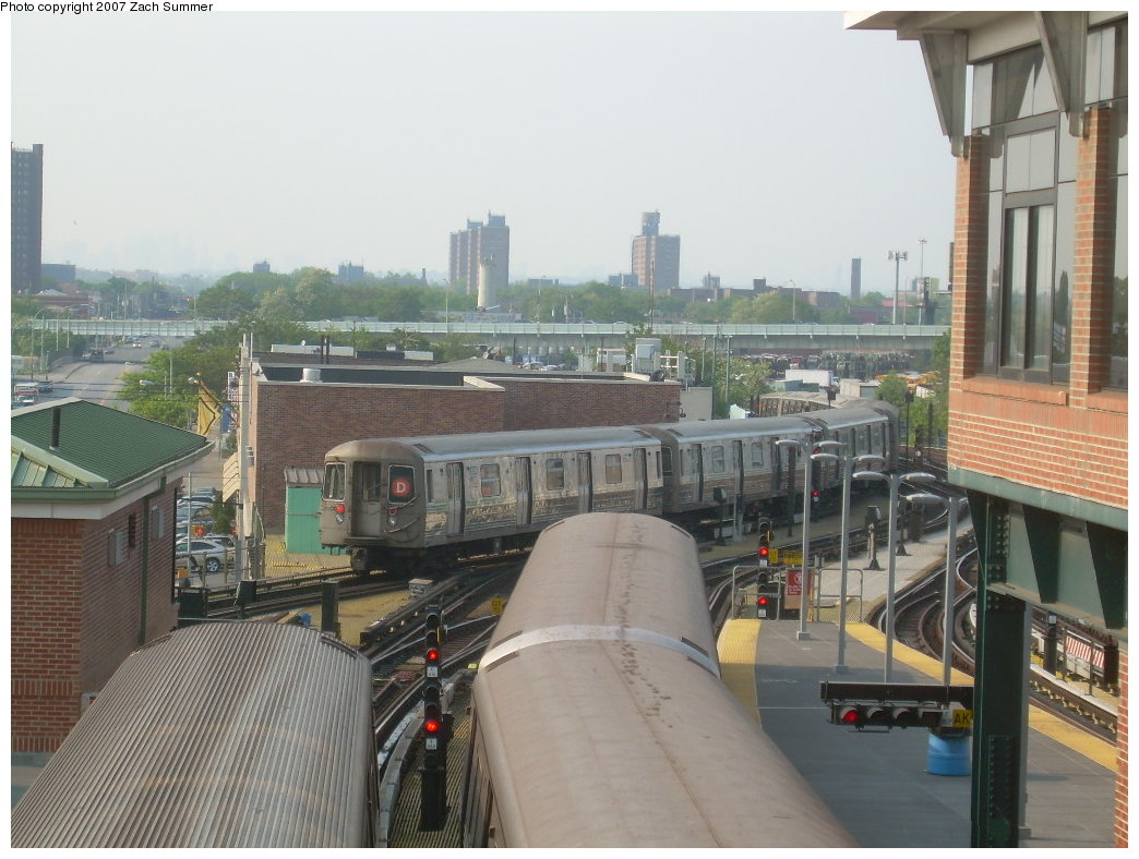 (203k, 1044x788)<br><b>Country:</b> United States<br><b>City:</b> New York<br><b>System:</b> New York City Transit<br><b>Location:</b> Coney Island/Stillwell Avenue<br><b>Route:</b> D<br><b>Car:</b> R-68 (Westinghouse-Amrail, 1986-1988)   <br><b>Photo by:</b> Zach Summer<br><b>Date:</b> 5/27/2007<br><b>Viewed (this week/total):</b> 1 / 1812