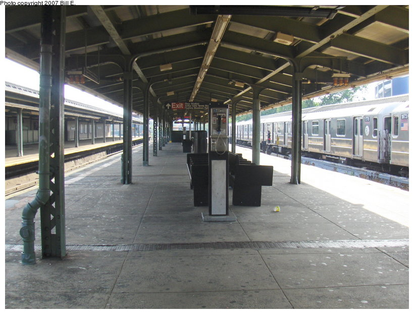 (116k, 820x622)<br><b>Country:</b> United States<br><b>City:</b> New York<br><b>System:</b> New York City Transit<br><b>Line:</b> IRT Flushing Line<br><b>Location:</b> Willets Point/Mets (fmr. Shea Stadium) <br><b>Photo by:</b> Bill E.<br><b>Date:</b> 5/31/2007<br><b>Viewed (this week/total):</b> 0 / 990