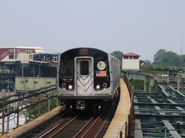 (41k, 600x450)<br><b>Country:</b> United States<br><b>City:</b> New York<br><b>System:</b> New York City Transit<br><b>Line:</b> BMT Canarsie Line<br><b>Location:</b> Atlantic Avenue <br><b>Route:</b> L<br><b>Car:</b> R-143 (Kawasaki, 2001-2002)  <br><b>Photo by:</b> Professor J<br><b>Date:</b> 6/1/2007<br><b>Viewed (this week/total):</b> 0 / 1893