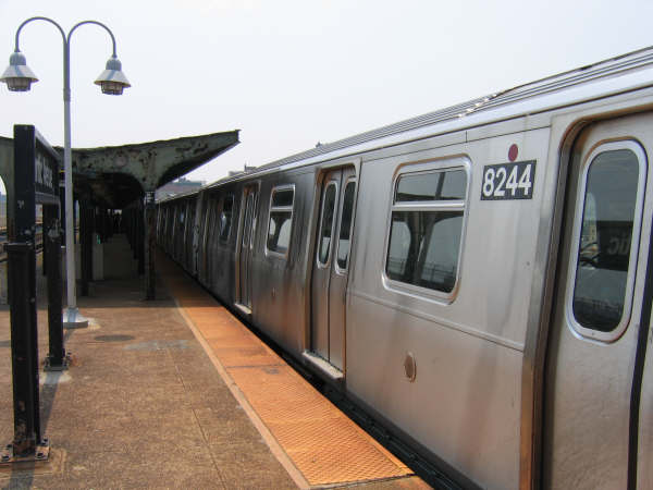 (35k, 600x450)<br><b>Country:</b> United States<br><b>City:</b> New York<br><b>System:</b> New York City Transit<br><b>Line:</b> BMT Canarsie Line<br><b>Location:</b> Atlantic Avenue <br><b>Route:</b> L<br><b>Car:</b> R-143 (Kawasaki, 2001-2002) 8244 <br><b>Photo by:</b> Professor J<br><b>Date:</b> 6/1/2007<br><b>Viewed (this week/total):</b> 0 / 2306