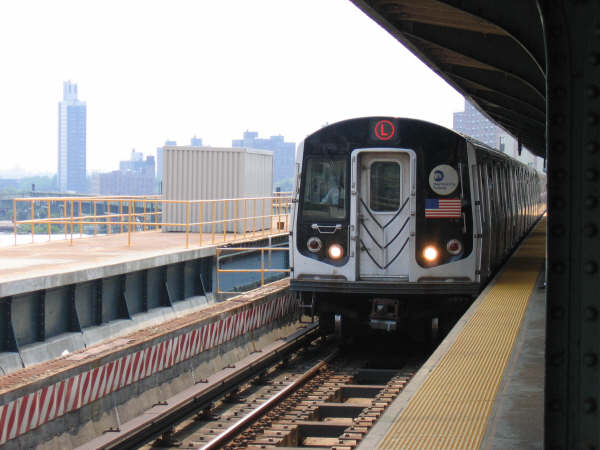 (39k, 600x450)<br><b>Country:</b> United States<br><b>City:</b> New York<br><b>System:</b> New York City Transit<br><b>Line:</b> BMT Canarsie Line<br><b>Location:</b> Atlantic Avenue <br><b>Route:</b> L<br><b>Car:</b> R-143 (Kawasaki, 2001-2002)  <br><b>Photo by:</b> Professor J<br><b>Date:</b> 6/1/2007<br><b>Viewed (this week/total):</b> 3 / 2030