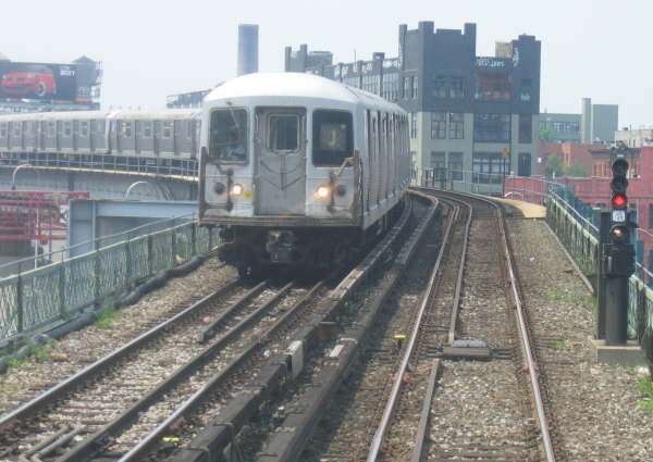 (42k, 600x425)<br><b>Country:</b> United States<br><b>City:</b> New York<br><b>System:</b> New York City Transit<br><b>Line:</b> BMT Nassau Street/Jamaica Line<br><b>Location:</b> Williamsburg Bridge<br><b>Route:</b> J<br><b>Car:</b> R-42 (St. Louis, 1969-1970)   <br><b>Photo by:</b> Professor J<br><b>Date:</b> 6/1/2007<br><b>Viewed (this week/total):</b> 0 / 2218
