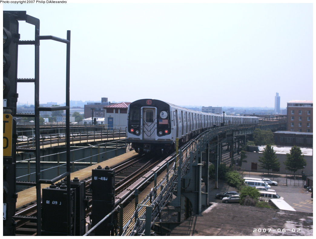 (147k, 1044x788)<br><b>Country:</b> United States<br><b>City:</b> New York<br><b>System:</b> New York City Transit<br><b>Line:</b> BMT Canarsie Line<br><b>Location:</b> Broadway Junction <br><b>Route:</b> L<br><b>Car:</b> R-143 (Kawasaki, 2001-2002)  <br><b>Photo by:</b> Philip D'Allesandro<br><b>Date:</b> 6/2/2007<br><b>Viewed (this week/total):</b> 4 / 2286