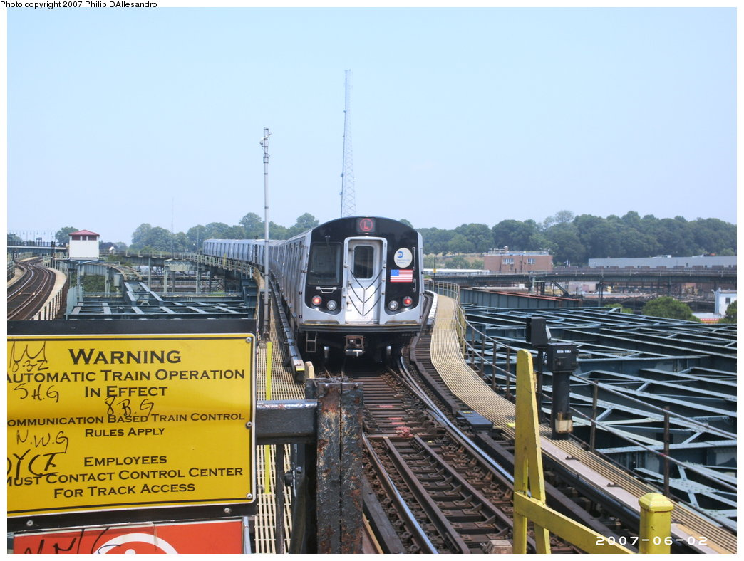 (183k, 1044x788)<br><b>Country:</b> United States<br><b>City:</b> New York<br><b>System:</b> New York City Transit<br><b>Line:</b> BMT Canarsie Line<br><b>Location:</b> Atlantic Avenue <br><b>Route:</b> L<br><b>Car:</b> R-143 (Kawasaki, 2001-2002)  <br><b>Photo by:</b> Philip D'Allesandro<br><b>Date:</b> 6/2/2007<br><b>Viewed (this week/total):</b> 3 / 3415