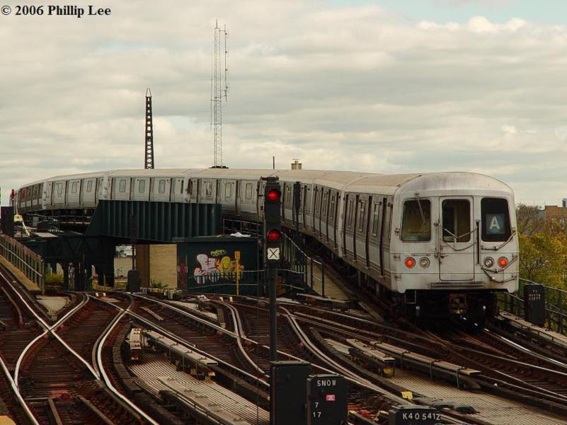(79k, 801x601)<br><b>Country:</b> United States<br><b>City:</b> New York<br><b>System:</b> New York City Transit<br><b>Line:</b> IND Fulton Street Line<br><b>Location:</b> Rockaway Boulevard <br><b>Route:</b> A<br><b>Car:</b> R-44 (St. Louis, 1971-73)  <br><b>Photo by:</b> Phillip Lee<br><b>Date:</b> 10/23/2006<br><b>Viewed (this week/total):</b> 3 / 2250