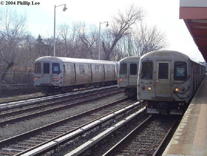 (92k, 800x601)<br><b>Country:</b> United States<br><b>City:</b> New York<br><b>System:</b> New York City Transit<br><b>Line:</b> SIRT<br><b>Location:</b> Tottenville <br><b>Car:</b> R-44 SIRT (St. Louis, 1971-1973)  <br><b>Photo by:</b> Phillip Lee<br><b>Date:</b> 1/4/2004<br><b>Viewed (this week/total):</b> 3 / 1982