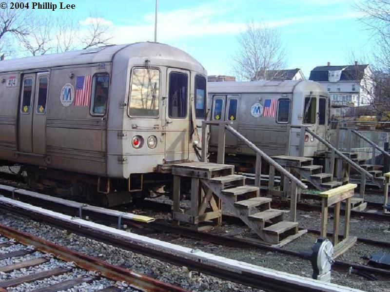 (87k, 800x599)<br><b>Country:</b> United States<br><b>City:</b> New York<br><b>System:</b> New York City Transit<br><b>Line:</b> SIRT<br><b>Location:</b> Tottenville <br><b>Car:</b> R-44 SIRT (St. Louis, 1971-1973)  <br><b>Photo by:</b> Phillip Lee<br><b>Date:</b> 1/4/2004<br><b>Viewed (this week/total):</b> 4 / 3139