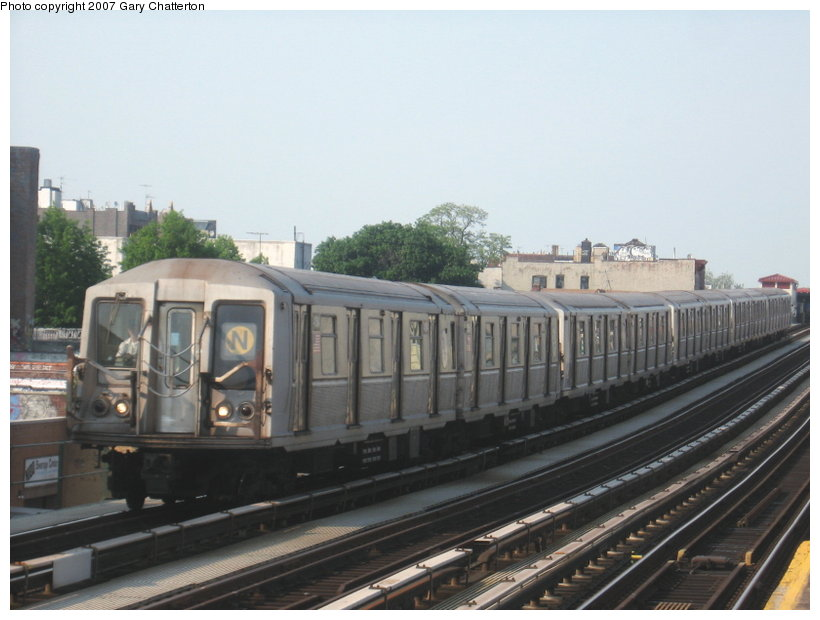(90k, 820x620)<br><b>Country:</b> United States<br><b>City:</b> New York<br><b>System:</b> New York City Transit<br><b>Line:</b> BMT Astoria Line<br><b>Location:</b> 39th/Beebe Aves. <br><b>Route:</b> N<br><b>Car:</b> R-40 (St. Louis, 1968)  4411 <br><b>Photo by:</b> Gary Chatterton<br><b>Date:</b> 5/27/2007<br><b>Viewed (this week/total):</b> 2 / 1906