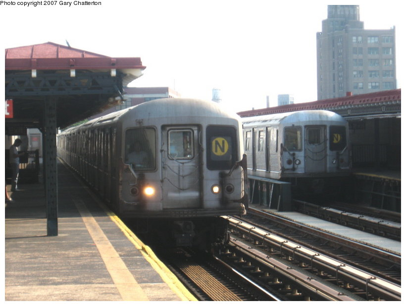 (87k, 820x620)<br><b>Country:</b> United States<br><b>City:</b> New York<br><b>System:</b> New York City Transit<br><b>Line:</b> BMT Astoria Line<br><b>Location:</b> 39th/Beebe Aves. <br><b>Route:</b> N<br><b>Car:</b> R-40M (St. Louis, 1969)  4537 <br><b>Photo by:</b> Gary Chatterton<br><b>Date:</b> 5/27/2007<br><b>Notes:</b> With R42 4945.<br><b>Viewed (this week/total):</b> 1 / 1566