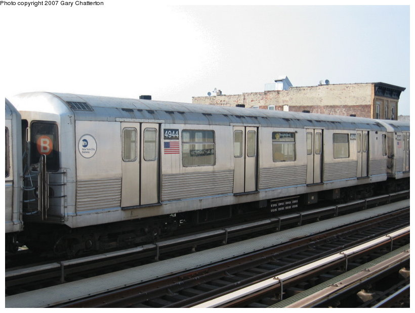 (90k, 820x620)<br><b>Country:</b> United States<br><b>City:</b> New York<br><b>System:</b> New York City Transit<br><b>Line:</b> BMT Astoria Line<br><b>Location:</b> 39th/Beebe Aves. <br><b>Route:</b> N<br><b>Car:</b> R-42 (St. Louis, 1969-1970)  4944 <br><b>Photo by:</b> Gary Chatterton<br><b>Date:</b> 5/27/2007<br><b>Notes:</b> Note B end sign and diamond Q rollsign.<br><b>Viewed (this week/total):</b> 1 / 1846
