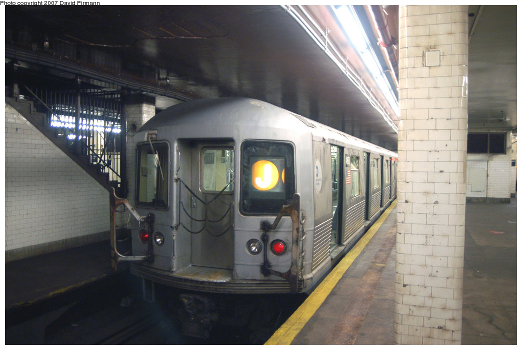 (184k, 1044x701)<br><b>Country:</b> United States<br><b>City:</b> New York<br><b>System:</b> New York City Transit<br><b>Line:</b> BMT Nassau Street/Jamaica Line<br><b>Location:</b> Chambers Street <br><b>Route:</b> J<br><b>Car:</b> R-42 (St. Louis, 1969-1970)  4893 <br><b>Photo by:</b> David Pirmann<br><b>Date:</b> 6/9/2007<br><b>Viewed (this week/total):</b> 3 / 1340