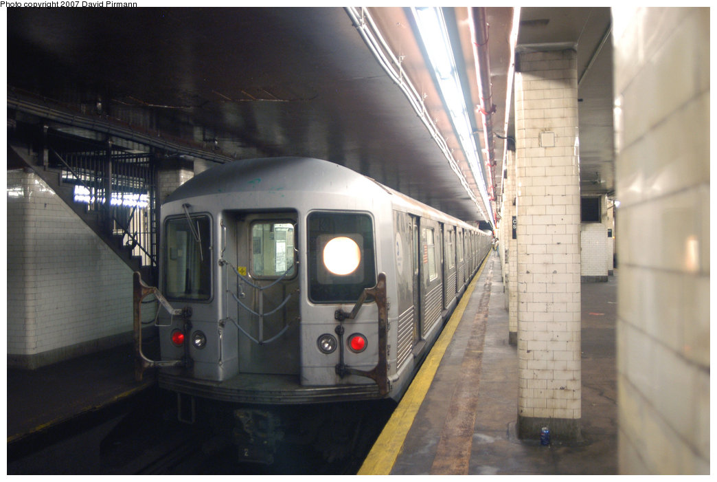 (171k, 1044x701)<br><b>Country:</b> United States<br><b>City:</b> New York<br><b>System:</b> New York City Transit<br><b>Line:</b> BMT Nassau Street/Jamaica Line<br><b>Location:</b> Chambers Street <br><b>Route:</b> J<br><b>Car:</b> R-42 (St. Louis, 1969-1970)  4657 <br><b>Photo by:</b> David Pirmann<br><b>Date:</b> 6/9/2007<br><b>Viewed (this week/total):</b> 1 / 1939