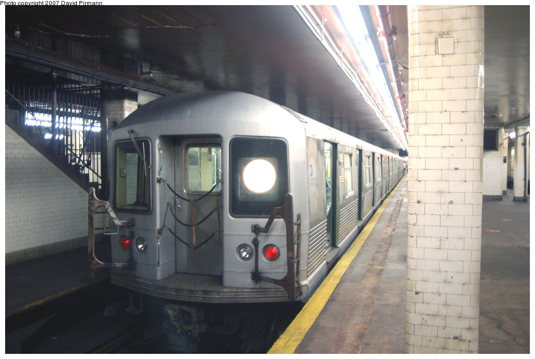 (182k, 1044x701)<br><b>Country:</b> United States<br><b>City:</b> New York<br><b>System:</b> New York City Transit<br><b>Line:</b> BMT Nassau Street/Jamaica Line<br><b>Location:</b> Chambers Street <br><b>Route:</b> J<br><b>Car:</b> R-42 (St. Louis, 1969-1970)  4583 <br><b>Photo by:</b> David Pirmann<br><b>Date:</b> 6/9/2007<br><b>Viewed (this week/total):</b> 0 / 1888