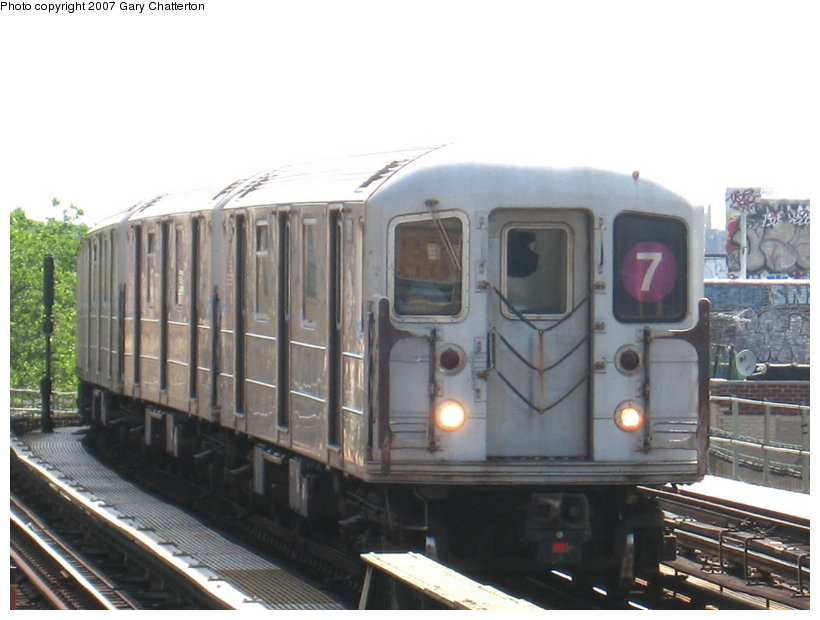(93k, 820x620)<br><b>Country:</b> United States<br><b>City:</b> New York<br><b>System:</b> New York City Transit<br><b>Line:</b> IRT Flushing Line<br><b>Location:</b> 52nd Street/Lincoln Avenue <br><b>Route:</b> 7<br><b>Car:</b> R-62A (Bombardier, 1984-1987)  1811 <br><b>Photo by:</b> Gary Chatterton<br><b>Date:</b> 6/11/2007<br><b>Viewed (this week/total):</b> 0 / 1426