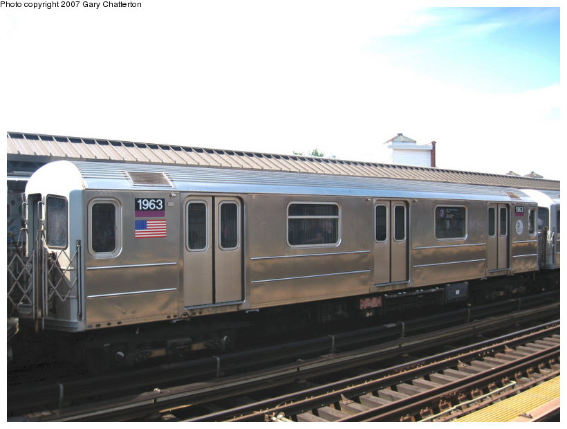 (86k, 820x620)<br><b>Country:</b> United States<br><b>City:</b> New York<br><b>System:</b> New York City Transit<br><b>Line:</b> IRT Flushing Line<br><b>Location:</b> 52nd Street/Lincoln Avenue <br><b>Route:</b> 7<br><b>Car:</b> R-62A (Bombardier, 1984-1987)  1963 <br><b>Photo by:</b> Gary Chatterton<br><b>Date:</b> 6/11/2007<br><b>Viewed (this week/total):</b> 0 / 1040