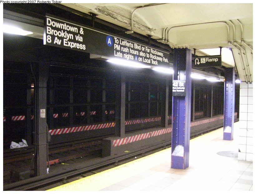 (136k, 820x620)<br><b>Country:</b> United States<br><b>City:</b> New York<br><b>System:</b> New York City Transit<br><b>Line:</b> IND 8th Avenue Line<br><b>Location:</b> 42nd Street/Port Authority Bus Terminal <br><b>Photo by:</b> Roberto C. Tobar<br><b>Date:</b> 6/18/2007<br><b>Viewed (this week/total):</b> 0 / 3109