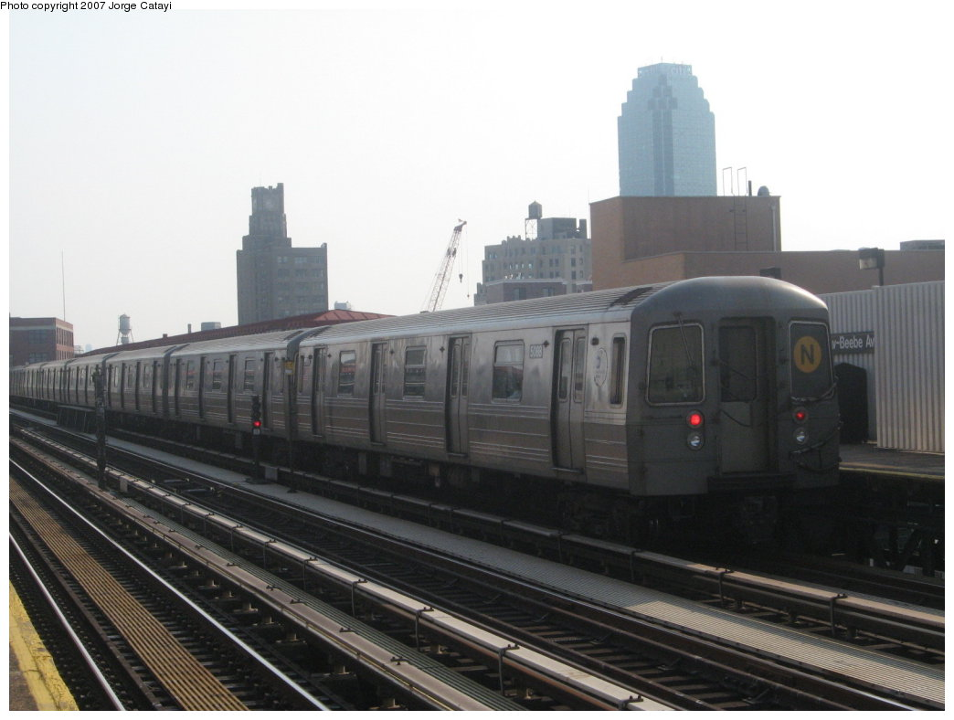 (123k, 1044x788)<br><b>Country:</b> United States<br><b>City:</b> New York<br><b>System:</b> New York City Transit<br><b>Line:</b> BMT Astoria Line<br><b>Location:</b> 39th/Beebe Aves. <br><b>Route:</b> N<br><b>Car:</b> R-68A (Kawasaki, 1988-1989)  5088 <br><b>Photo by:</b> Jorge Catayi<br><b>Date:</b> 5/27/2007<br><b>Viewed (this week/total):</b> 2 / 915