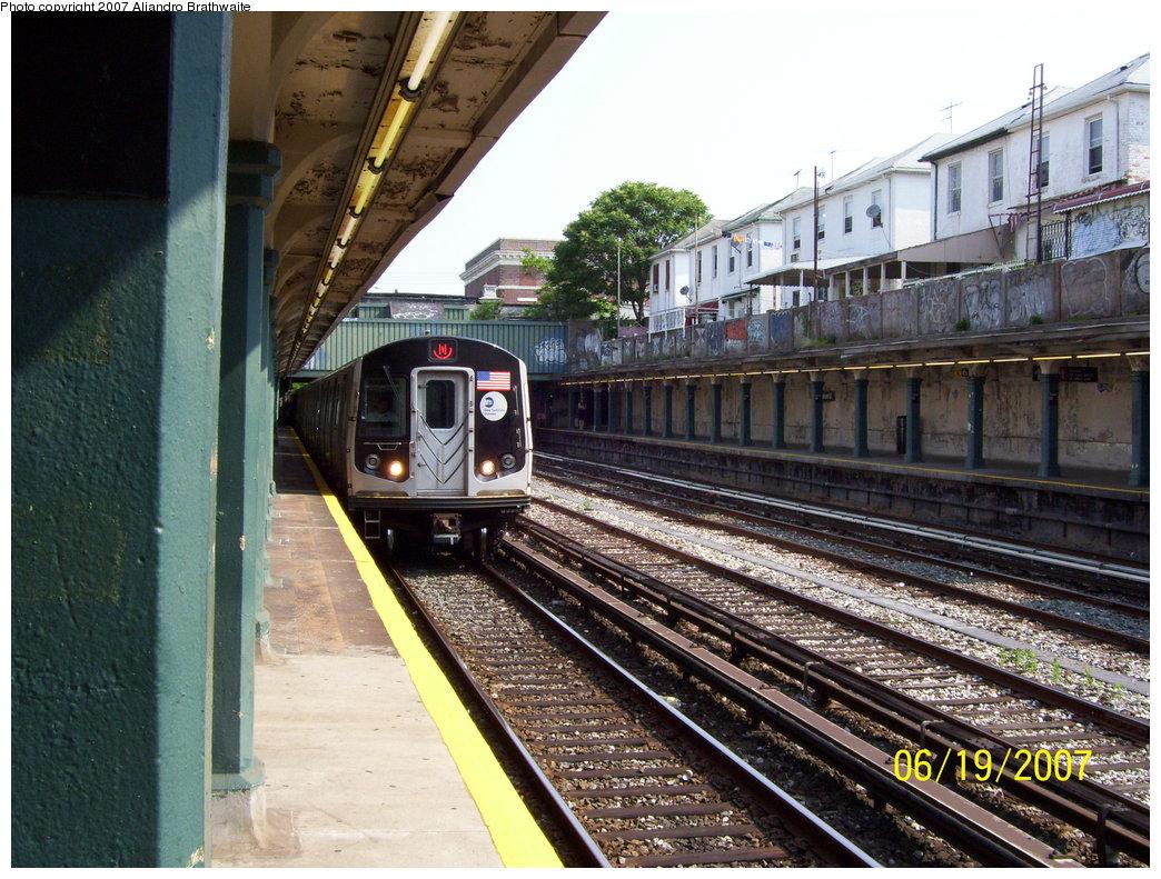 (243k, 1044x791)<br><b>Country:</b> United States<br><b>City:</b> New York<br><b>System:</b> New York City Transit<br><b>Line:</b> BMT Sea Beach Line<br><b>Location:</b> Avenue U <br><b>Route:</b> N<br><b>Car:</b> R-160B (Kawasaki, 2005-2008)  8722 <br><b>Photo by:</b> Aliandro Brathwaite<br><b>Date:</b> 6/19/2007<br><b>Viewed (this week/total):</b> 0 / 1920