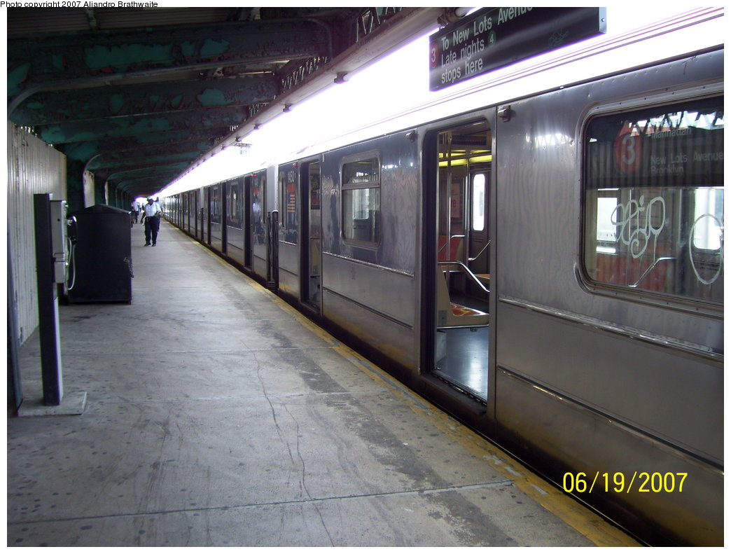 (177k, 1044x791)<br><b>Country:</b> United States<br><b>City:</b> New York<br><b>System:</b> New York City Transit<br><b>Line:</b> IRT Brooklyn Line<br><b>Location:</b> Van Siclen Avenue <br><b>Route:</b> 3<br><b>Car:</b> R-62 (Kawasaki, 1983-1985)  1450 <br><b>Photo by:</b> Aliandro Brathwaite<br><b>Date:</b> 6/19/2007<br><b>Viewed (this week/total):</b> 1 / 2354