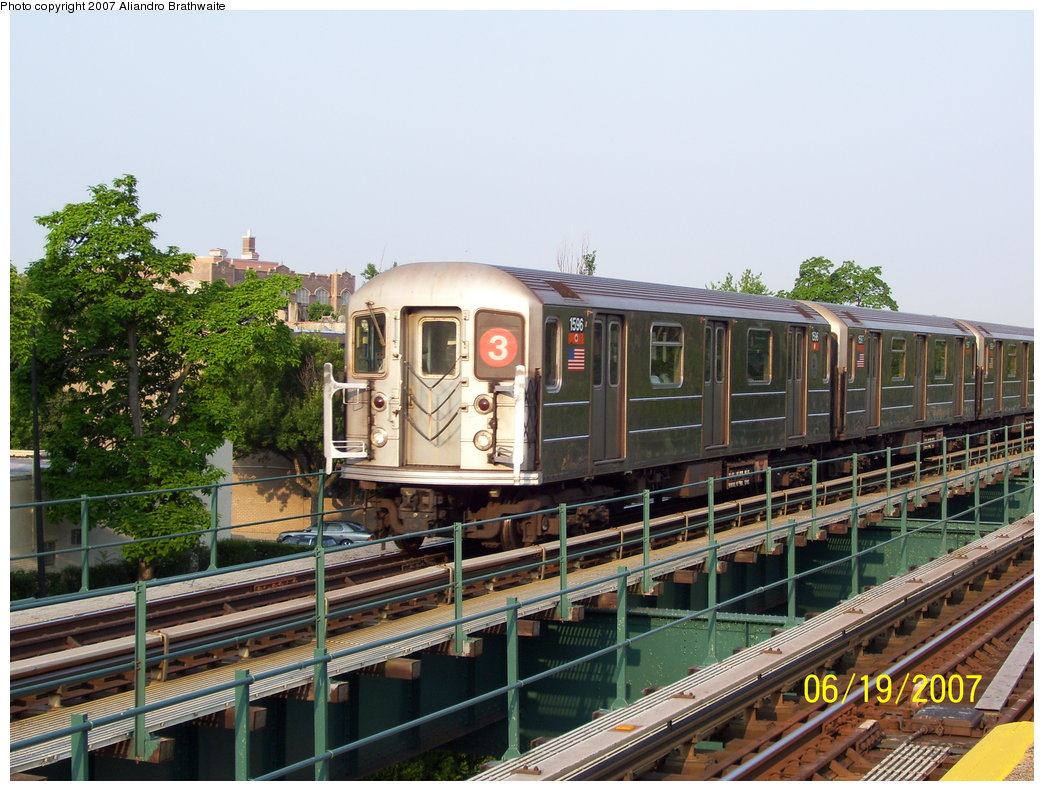 (215k, 1044x791)<br><b>Country:</b> United States<br><b>City:</b> New York<br><b>System:</b> New York City Transit<br><b>Line:</b> IRT Brooklyn Line<br><b>Location:</b> Rockaway Avenue <br><b>Route:</b> 3<br><b>Car:</b> R-62 (Kawasaki, 1983-1985)  1596 <br><b>Photo by:</b> Aliandro Brathwaite<br><b>Date:</b> 6/19/2007<br><b>Viewed (this week/total):</b> 0 / 1824