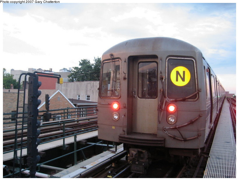 (96k, 820x620)<br><b>Country:</b> United States<br><b>City:</b> New York<br><b>System:</b> New York City Transit<br><b>Line:</b> BMT Astoria Line<br><b>Location:</b> Astoria Boulevard/Hoyt Avenue <br><b>Route:</b> N<br><b>Car:</b> R-68A (Kawasaki, 1988-1989)  5162 <br><b>Photo by:</b> Gary Chatterton<br><b>Date:</b> 6/16/2007<br><b>Viewed (this week/total):</b> 2 / 1234