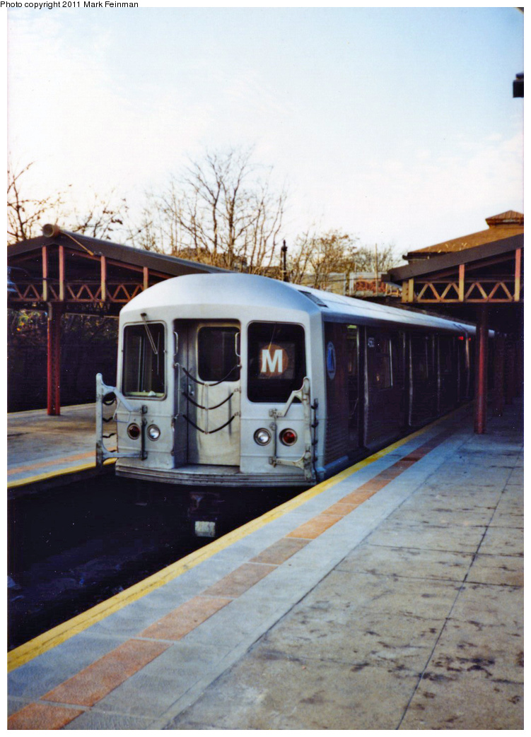 (319k, 751x1043)<br><b>Country:</b> United States<br><b>City:</b> New York<br><b>System:</b> New York City Transit<br><b>Line:</b> BMT West End Line<br><b>Location:</b> 9th Avenue <br><b>Route:</b> M<br><b>Car:</b> R-42 (St. Louis, 1969-1970)   <br><b>Photo by:</b> Mark S. Feinman<br><b>Date:</b> 11/22/1989<br><b>Viewed (this week/total):</b> 3 / 420