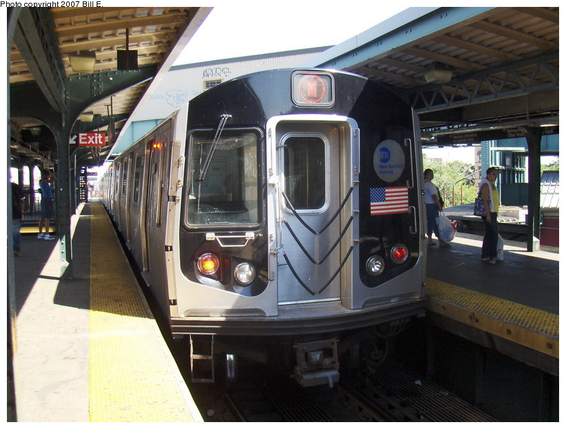 (117k, 820x622)<br><b>Country:</b> United States<br><b>City:</b> New York<br><b>System:</b> New York City Transit<br><b>Line:</b> BMT Nassau Street/Jamaica Line<br><b>Location:</b> Myrtle Avenue <br><b>Route:</b> M<br><b>Car:</b> R-143 (Kawasaki, 2001-2002)  <br><b>Photo by:</b> Bill E.<br><b>Date:</b> 6/24/2007<br><b>Viewed (this week/total):</b> 0 / 1763