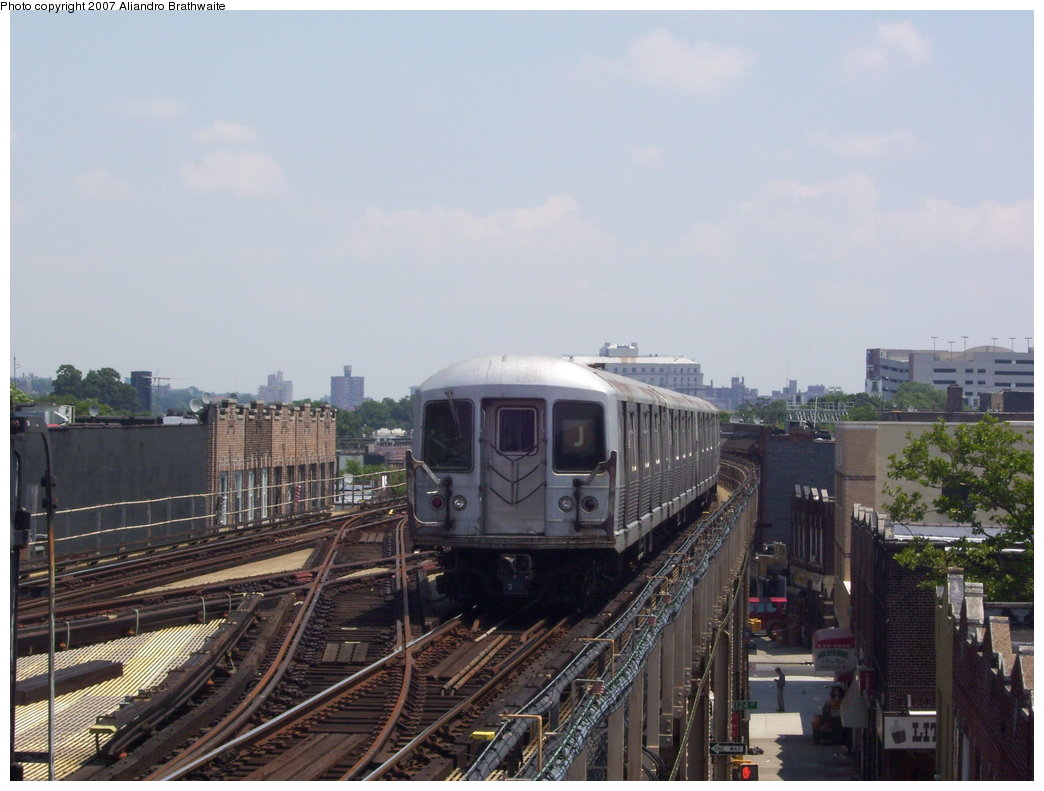 (164k, 1044x791)<br><b>Country:</b> United States<br><b>City:</b> New York<br><b>System:</b> New York City Transit<br><b>Line:</b> BMT Nassau Street/Jamaica Line<br><b>Location:</b> 121st Street <br><b>Route:</b> J<br><b>Car:</b> R-42 (St. Louis, 1969-1970)  4737 <br><b>Photo by:</b> Aliandro Brathwaite<br><b>Date:</b> 6/25/2007<br><b>Viewed (this week/total):</b> 2 / 1795