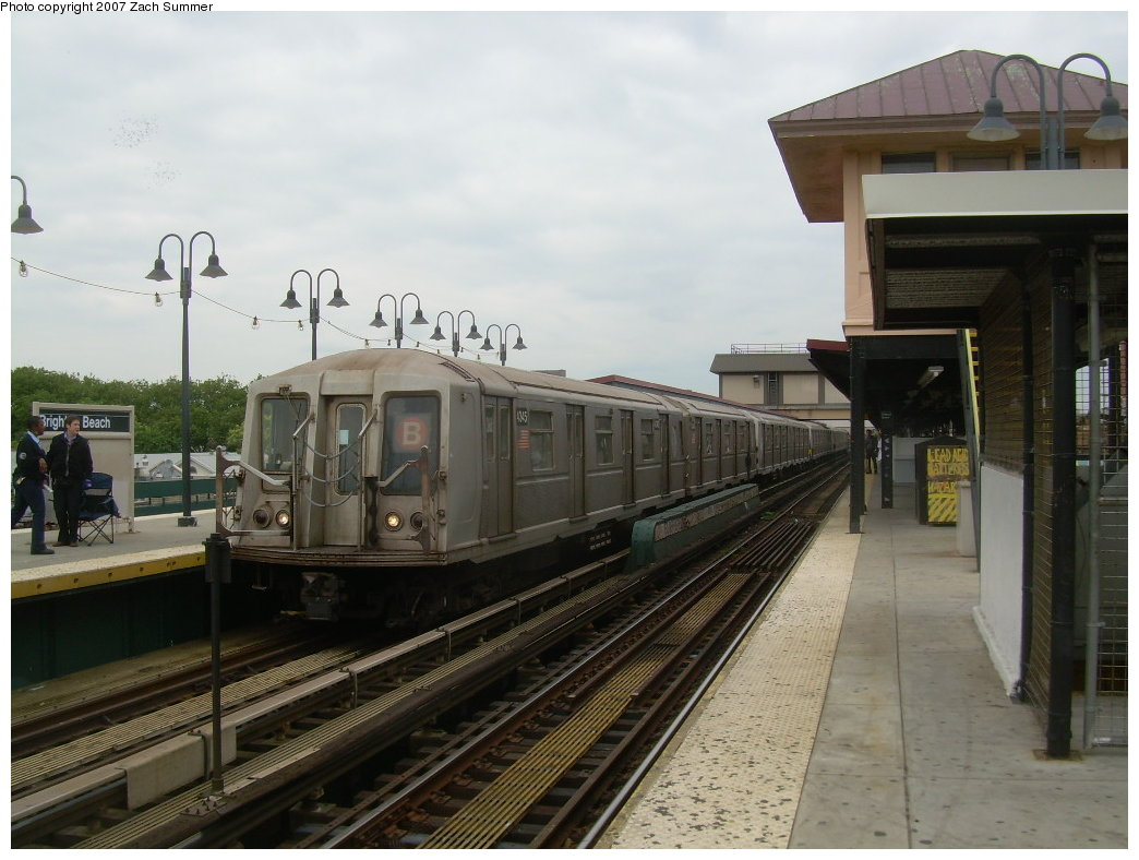 (188k, 1044x788)<br><b>Country:</b> United States<br><b>City:</b> New York<br><b>System:</b> New York City Transit<br><b>Line:</b> BMT Brighton Line<br><b>Location:</b> Brighton Beach <br><b>Route:</b> B<br><b>Car:</b> R-40 (St. Louis, 1968)  4345 <br><b>Photo by:</b> Zach Summer<br><b>Date:</b> 6/14/2007<br><b>Viewed (this week/total):</b> 0 / 1050