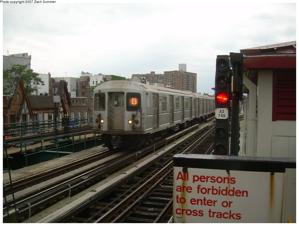 (195k, 1044x788)<br><b>Country:</b> United States<br><b>City:</b> New York<br><b>System:</b> New York City Transit<br><b>Line:</b> BMT Brighton Line<br><b>Location:</b> Brighton Beach <br><b>Route:</b> B<br><b>Car:</b> R-40M (St. Louis, 1969)  4474 <br><b>Photo by:</b> Zach Summer<br><b>Date:</b> 6/14/2007<br><b>Viewed (this week/total):</b> 0 / 1078